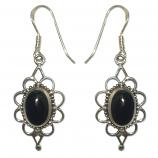 3435 -Silverörhängen med svart onyx sten.